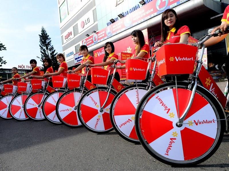 Đội ngũ roadshow chuẩn bị lên đường thực hiện nhiệm vụ quảng cáo cho doanh nghiệp.